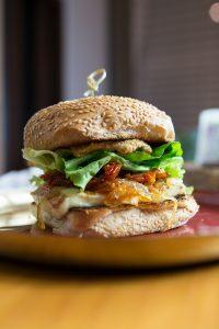 Hambúrguer de Queijo Halloumi Grelhado